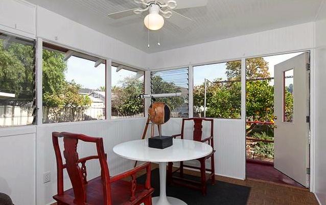 Sun room/dining area