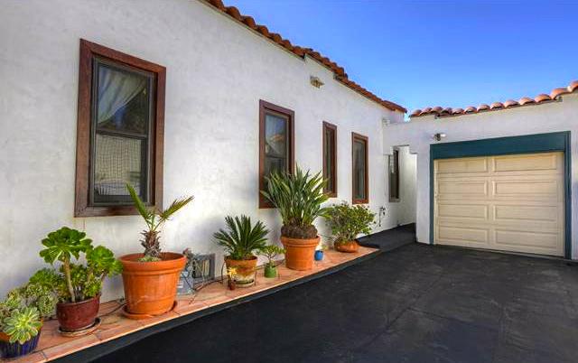 Driveway and garage. Courtesy ofMatthew Morgus – Sotheby's Los Feliz