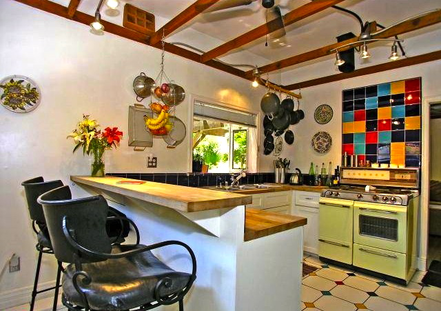 Eat-in kitchen with vintage stove