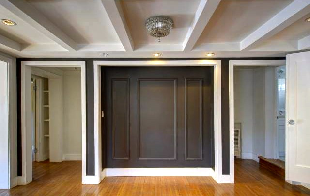 Niche with moldings and accent lighting