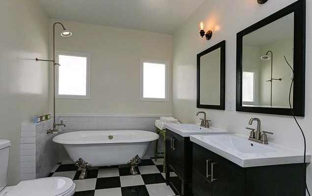 Bath with clawfoot tub and dual sink vanities