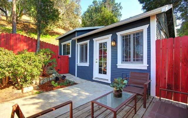 1924 California Bungalow: 2060 El Moran St., Los Angeles, 90039
