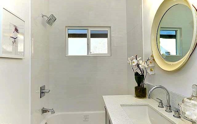Bath with subway tile wall