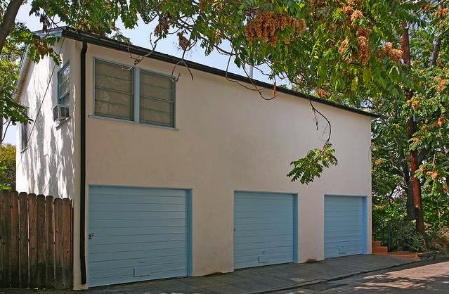 Garage for 3 and bonus space