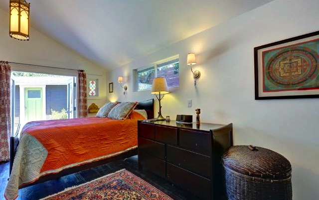 Bedroom with patio access. Courtesy of Renee Kische, Nourmand & Assoc; Patricia Rollie, Keller Williams