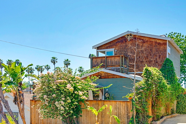 "A magical little ""tree house"" in Echo Park"