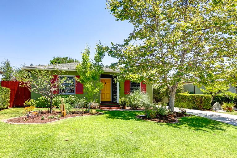 1939 California Bungalow: 1750 Kenneth Way, Pasadena, 91103