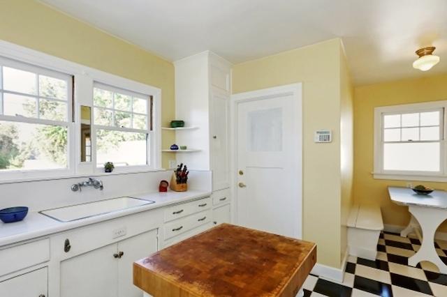 Kitchen with built-in breakfast nook