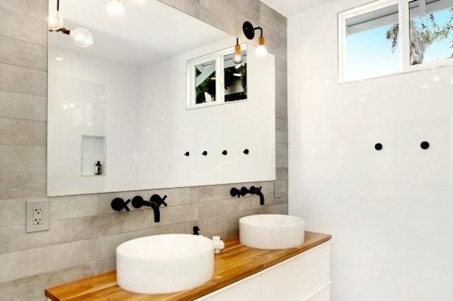 Bath with concrete wall and backsplash