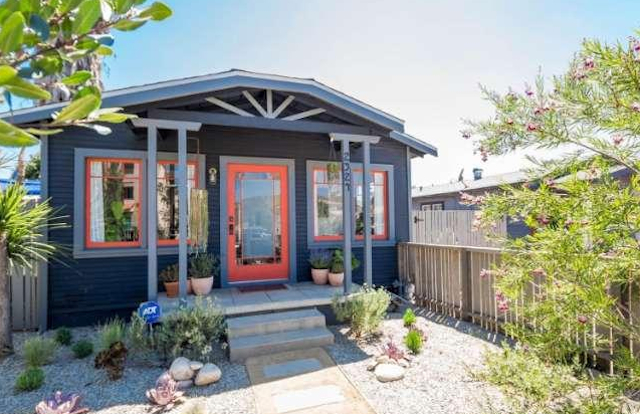 1924 California Bungalow: 2324 Ridgeview Ave., Los Angeles, CA 90041